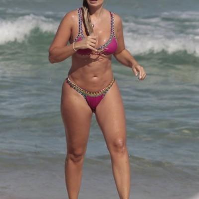 Veridiana Freitas Flagrada em Praias Cariocas