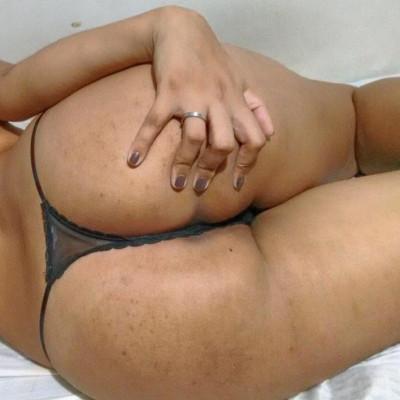 Morena rabuda em fotos com ex