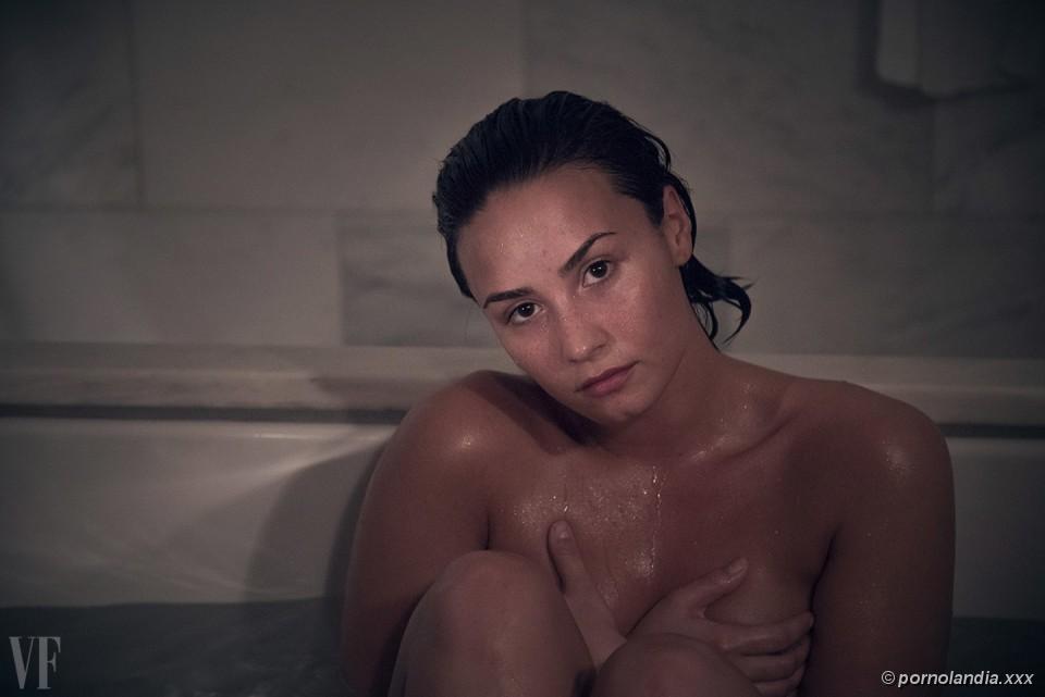 Demi Lovato em Fotos Sexy Pelada Nua Caiu na Net - Photo #6