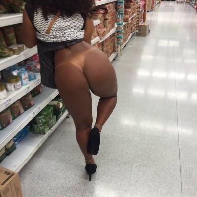 Gostosa no super mercado de shortinho Novinhas do