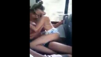 Carioca novinha transando no ônibus em publico