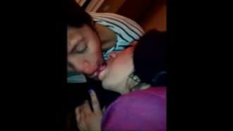 Duas Putinhas de 19 Anos na Putaria Com um Negrão Roludo - http://www.videosdeflagrasamadores.com