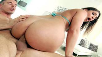 19 anos novinha dando o cu