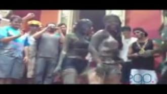 Video porno Carol Portaluppi dançando funk em trote de faculdade. Que safada essa ninfeta filha do Renato Gaúcho rebolando gostoso.