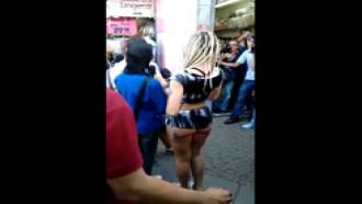 Mendigata do Panico foi filmada no flagra por fã na rua