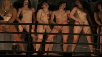 Performance teatral exibe atrizes se masturbando para impactar público