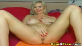 Video amador Loira peituda da bucetinha rosinha se masturbando. Que delicia essa puta se masturbando ao vivo cheia de tesão em site de webcams ao vivo.