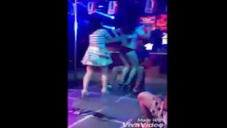 Mulher traida pegou no flagra marido em boate de striper