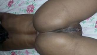 Negra Gostosa Do Mato Grosso Deitada Na Cama Exibindo Buceta Rosinha #227341