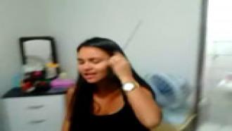 Video porno Simone de Itapevi no sexo caseiro com o namorado caiu na net. Essa moreninha sabe gemer bem safada enquanto toma pau gostoso do seu namorado que deixou o vídeo vazar.