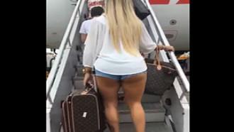 Rabuda flagrada embarcando no avião