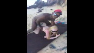 Albina em novo vídeo fudendo com pescador