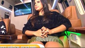 Anitta  De Saia Curta Pagando Calcinha na tv aberta