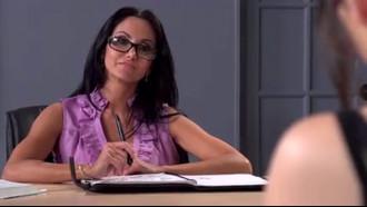 Video porno Professora Gostosa Transando Com Aluno. Delicia essa coroa peituda chupando pau e dando buceta pro seu aluno novinho.