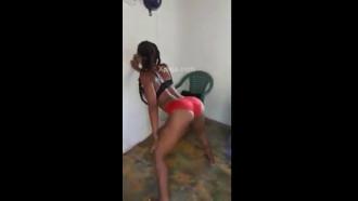 Sin duda esta morenita dominicana es la mejor bailando dembow