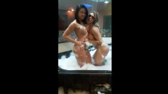 Gostosas Fernandinha Fernandez e Danny Mancinni no motel