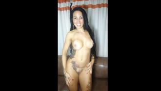 Video porno da Carioca Elisa Sanches nua em video caseiro. Essa linda atriz porno do Brasil é muito safada e tem um corpo delicioso. Tirou a roupa e exibiu todas suas tatuagens.