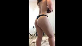 Video pornô Casada mandou video nua para o marido que estava viajando. Que delicia essa gostosa peladinha dentro de casa se filmou tirando a roupa e enviou para o Cel do marido corno.