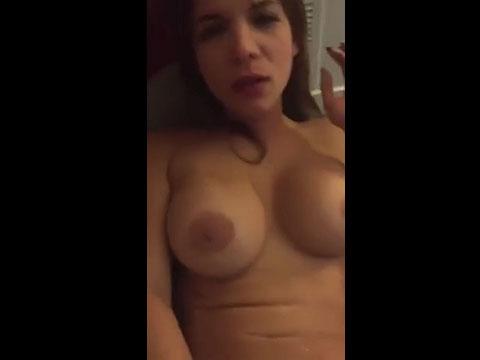 Video porno Peituda louca de tesão nua provocando sortudo que filmou tudo. Muito delicia essa mulher pelada com muita sensualidade provocando o safado que teve o prazer de filmar tudo.