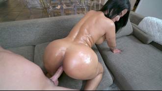 Morena gostosa Rose Monroe em cena de sexo HD. Filme pornô dessa deusa do porno internacional que mete sem frescuras aguentando qualquer tamanho de pau na bucetinha.