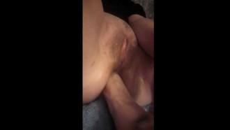 Video da Esposa carente gravando video masturbando cuzinho. Coroa safada demais cheia de tesão enquanto marido viajava fez video caseiro para o amante.