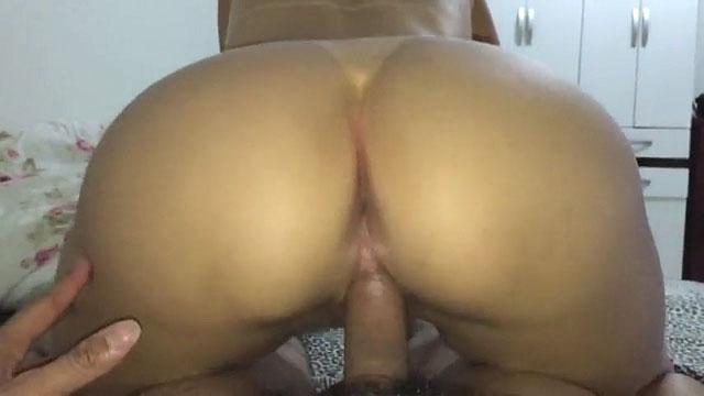 Mulher pelada traindo marido com amante que meteu pau deliciosamente nessa buceta melando a xota com vontade nesse delicioso video de sexo amador que caiu na net.
