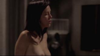 Sophia Abrahão Nua Pagando Peitinho Na TV super linda e sensual em uma cena pelada deitada na cama com um rapaz e quando foi trocar de roupa mostrou demais.