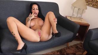 Video Elisa Sanches deu rabinho até ganhar gozada na cara com muito tesão fazendo carinha de puta em filme porno gringo que resolver filmar com muita safadeza.