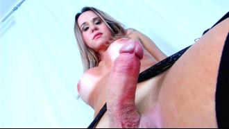 Katlyn Suzuki traveca dotado batendo punheta antes de foder em porno Brasileiro cheia de tesão deixando safado enfiar o dendo dentro do cuzinho apertado.