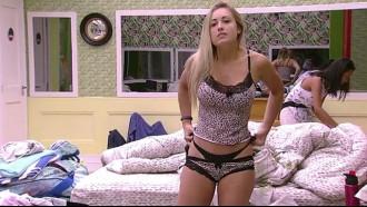 BBB 18 Jessica Ajeitando Calcinha