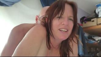 Video porno Madura de 55 anos sendo filmada pela primeira vez. Essa safada gosta de uma putaria mas nunca tinha participado de um filme de sexo amador.