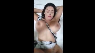MILF amadora dos peitos grandes dando gostoso