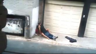 Câmera de segurança flagra puta transando na rua