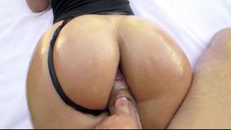 Kelsi Monroe tem a bunda mais linda do pornô
