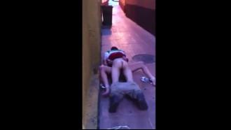 Flagra de sexo na rua depois da balada