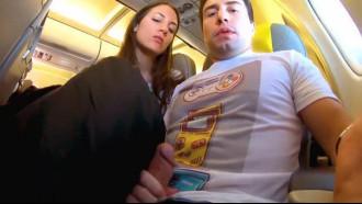 Boquete no avião cheio de passageiros