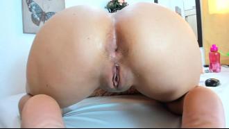 Mulher se exibindo nua na cam